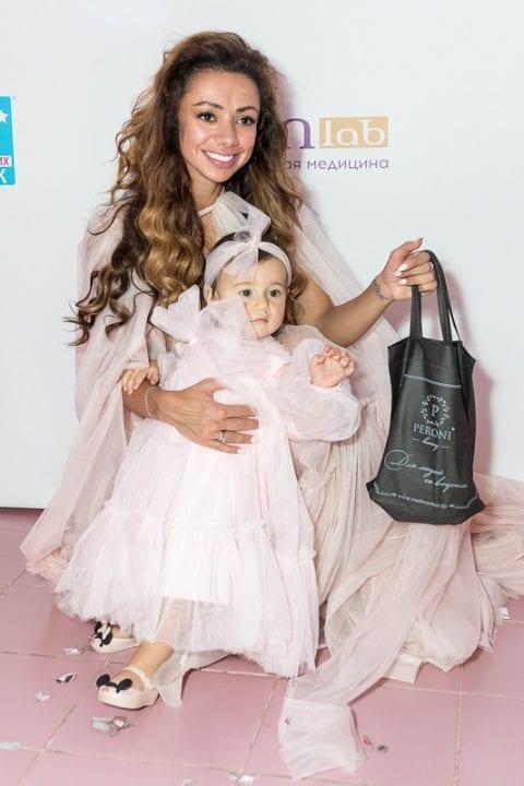 Соня Некс с дочкой