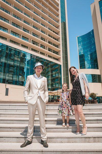 Дмитрий Носков с женой и дочкой